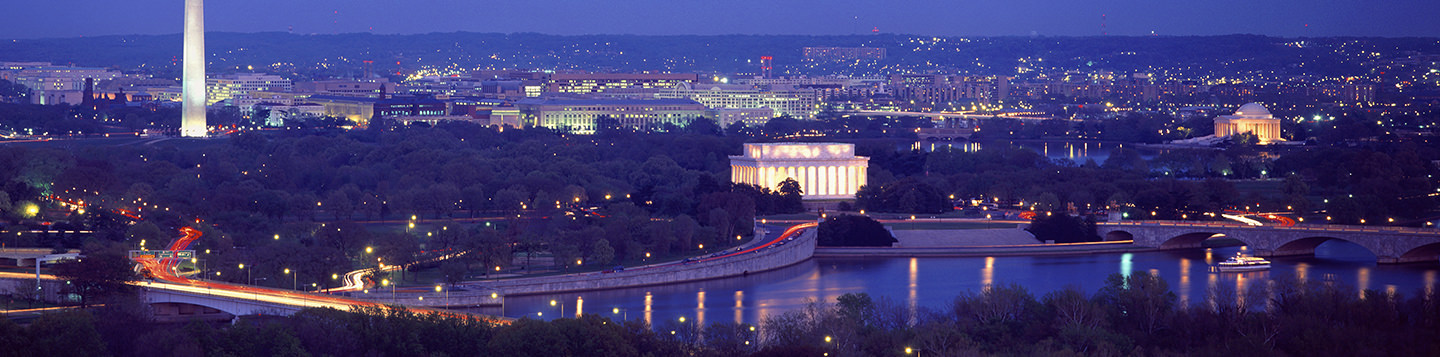 Learn English in Washington D.C. a night with view of the Washington Monument, Lincoln Memorial, and Jefferson Memorial